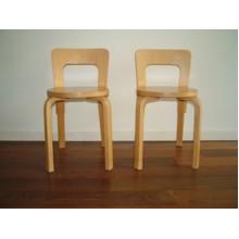 Paire de chaises model 69